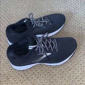 brooks running shoes  Revel 2   Size: women's 8